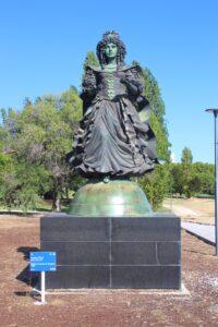 Statua per la Rainha Dona Catarina de Bragança