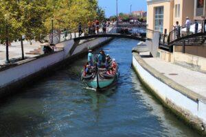 Turisti ad Aveiro in un Canale Secondario