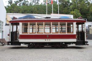 Vettura d'Epoca di fronte al Museo del Trasporto Urbano di Coimbra