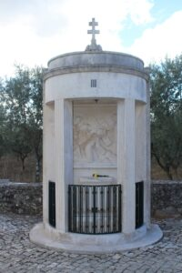 Via Crucis di Fatima - 3° Stazione - La prima caduta