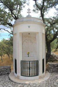 Via Crucis di Fatima - 5° Stazione - L'Aiuto del Cireneo