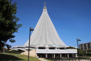 Basilica Santuario Madonna delle Lacrime - vista dal suo piazzale