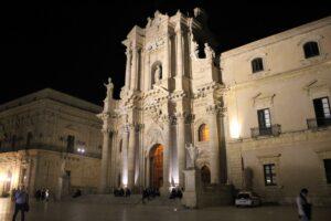 Duomo di Siracusa di sera