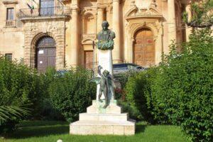 Monumento per Matteo Raeli