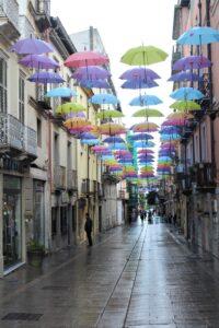 Ombrelli Colorati in Via Giacomo Matteotti