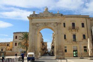 Porta Reale (o Fernandinea)