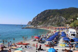 Spiaggia di Monterosso appena fuori dalla Stazione