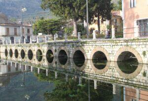 Dettaglio della piazza-lago 3