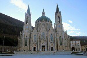 Santuario di Castelpetroso - vista frontale