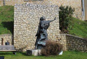 Statua di un giovane San Benedetto