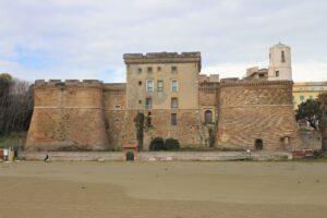 Forte Sangallo visto dalla spiaggia